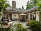 Maison unifamiliale for  sales at Tranquil Chestnut Hill 711 Saint Andrews Rd  Philadelphia, Pennsylvanie 19118 États-Unis