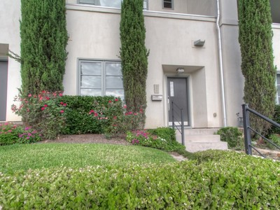Townhouse for sales at 808 Haskell Street   Fort Worth, Texas 76107 United States