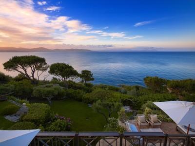 Einfamilienhaus for sales at Waterfront provençal style estate  Saint Tropez, Provence-Alpes-Cote D'Azur 83990 Frankreich
