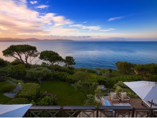 Villa for sales at Waterfront provençal style estate  Saint Tropez, Provenza-Alpi-Costa Azzurra 83990 Francia