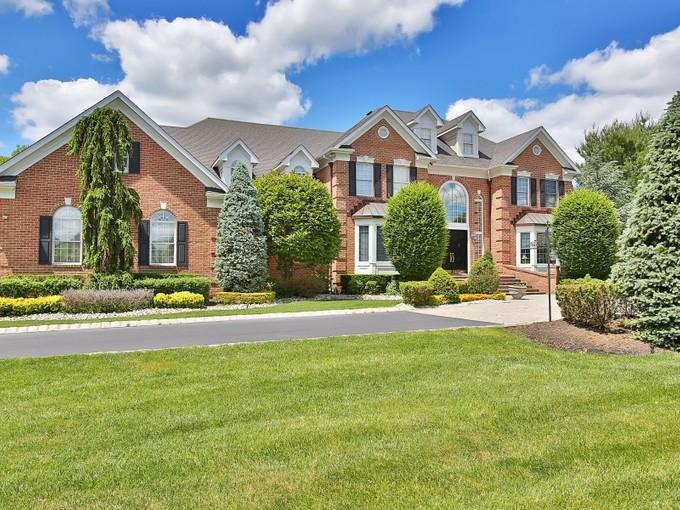 Maison unifamiliale for sales at 3 Parkwood Lane  Colts Neck, New Jersey 07722 États-Unis