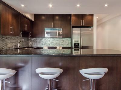 Wohnung for sales at Montréal 1520 Av. du Docteur-Penfield, apt. 72 Montreal, Quebec H3G1B8 Kanada