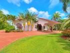 Einfamilienhaus for sales at 7875 SW 82 CT   Miami, Florida 33143 Vereinigte Staaten