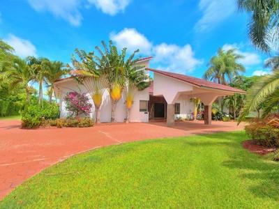 Частный односемейный дом for sales at 7875 SW 82 CT  Miami, Флорида 33143 Соединенные Штаты