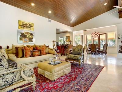 Vivienda unifamiliar for sales at 5711 GRANADA BL 5711 Granada Blvd  Coral Gables, Florida 33146 Estados Unidos