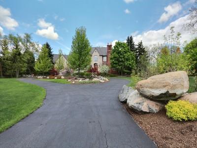 Vivienda unifamiliar for sales at Rochester 1990 Oak Pointe Drive Rochester, Michigan 48306 Estados Unidos