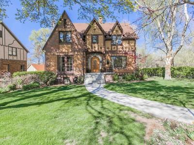 Casa Unifamiliar for sales at Elegant Harvard Yale Tudor 904 S Military Dr Salt Lake City, Utah 84108 Estados Unidos