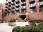Condominio for  sales at Incredible Value in the ideal River North location! 333 W Hubbard Street Unit 215  Near North Side, Chicago, Illinois 60654 Stati Uniti