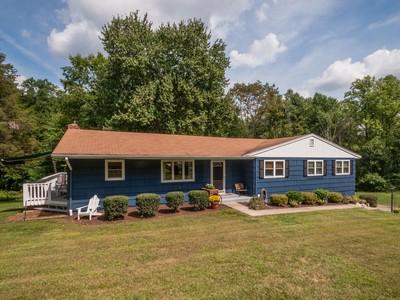 独户住宅 for sales at Open Floor Plan Ranch Home 12 Lower Lake Road Danbury, 康涅狄格州 06811 美国