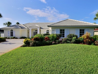 Nhà ở một gia đình for sales at CBS Pool Home, East of A1A, Bight & Sunny! 1807 East Sandpointe Place Vero Beach, Florida 32963 Hoa Kỳ