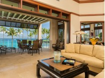 Кооперативная квартира for sales at In this beautiful home, inspiration is drawn from reflection 16 Coconut Grove Ln   Kapalua, Гавайи 96761 Соединенные Штаты