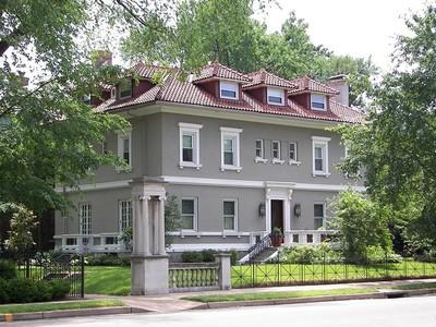 Частный односемейный дом for sales at Welcome home to 4484 Westminster Place  St. Louis, Миссури 63108 Соединенные Штаты