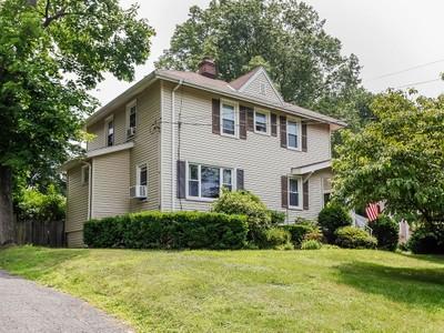 独户住宅 for sales at Charming Colonial 309 Glen Avenue Port Chester, 纽约州 10573 美国