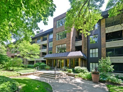 Eigentumswohnung for sales at Hinsdale Condo 1401 Burr Oak Road Unit 108C Hinsdale, Illinois 60521 Vereinigte Staaten