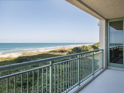 Condomínio for sales at Stunning Oceanfront Condo in Altamira 4330 A1A N #302N Fort Pierce, Florida 34949 Estados Unidos