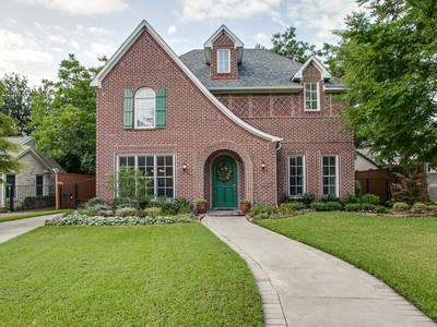 Casa para uma família for sales at Traditional Tudor 6258 Prospect Avenue Dallas, Texas 75214 Estados Unidos