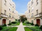 共管式独立产权公寓 for  sales at Completely Updated Penthouse Unit 819 Forest Avenue Unit 3W   Evanston, 伊利诺斯州 60202 美国
