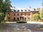 Casa para uma família for  sales at Glencliff 151 Sarles Street  Mount Kisco, Nova York 10549 Estados Unidos