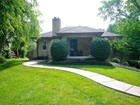 Villa for sales at Charming Zionsville Bungalow 515 N Elm Street  Zionsville, Indiana 46077 Stati Uniti
