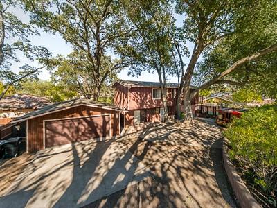 Casa para uma família for sales at HOME WITH LAKE VIEWS 8035 W Santa Rosa Road  Atascadero, Califórnia 93422 Estados Unidos
