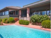 Maison unifamiliale for sales at Elegant Ranch Style Sedona Home 135 Desert Holly   Sedona, Arizona 86336 États-Unis