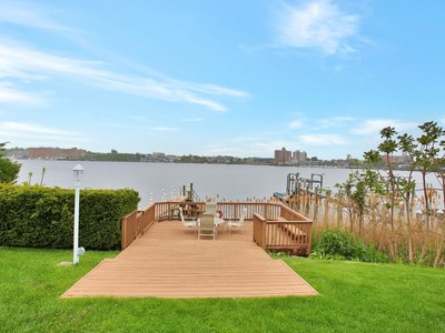Nhà ở một gia đình for sales at Magnificent Waterviews 154 Conover Ln  Middletown, New Jersey 07701 Hoa Kỳ