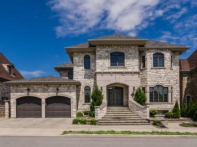 Частный односемейный дом for sales at Sainte-Dorothée   Laval 253 Av. de la Seigneurie Sainte-Dorothee, Квебек H7X3S2 Канада