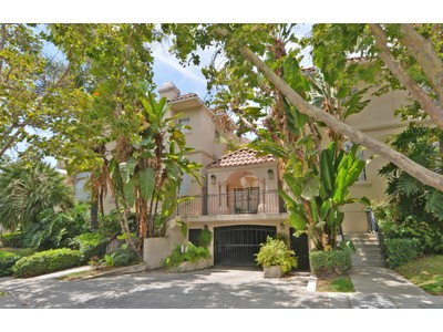 Appartamento for sales at Los Angeles 813 North Martel Avenue #6 Los Angeles, California 90046 Stati Uniti