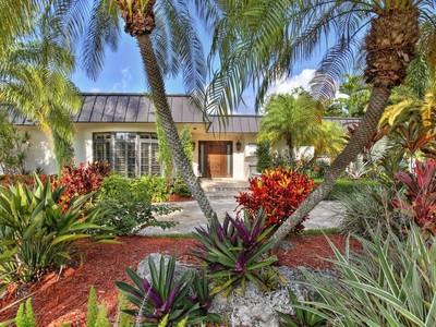단독 가정 주택 for sales at 14600 Bonito Drive  Coral Gables, 플로리다 33158 미국