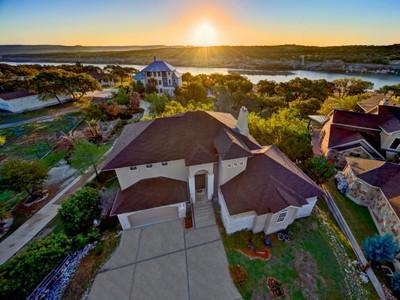 Villa for sales at Lake Travis Waterfront Paradise 23516 Paradise Cove Marble Falls, Texas 78654 Stati Uniti