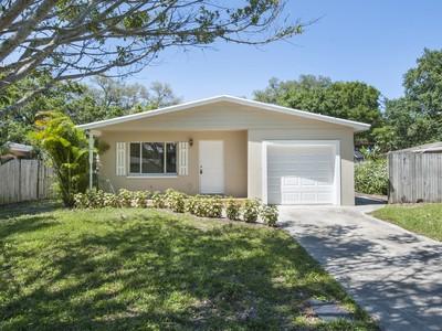 Maison unifamiliale for sales at Granada Estate Home 1110 27th Street Vero Beach, Florida 32960 États-Unis