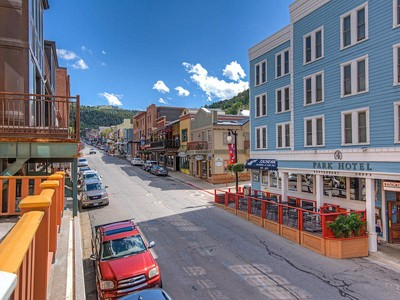 Nhà chung cư for sales at City Chic Meets Mountain Modern 614 Main St #201 Park City, Utah 84060 Hoa Kỳ