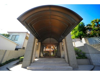 Condominium for sales at Minami-Aoyama Takagicho Park Mansion 5 Minami-Aoyama, Minato-ku, Tokyo Minato-Ku, Tokyo 1070062 Japan