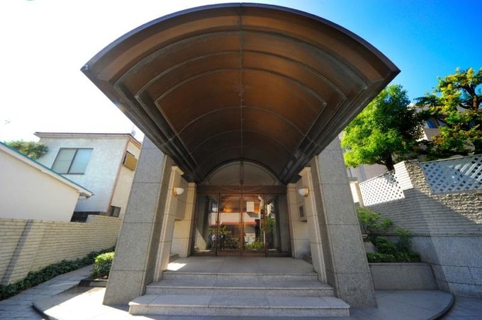Condominium for sales at Minami-Aoyama Takagicho Park Mansion 7-12-5 Minami-Aoyama, Minato-ku, Tokyo Minato-Ku, Tokyo 1070062 Japan