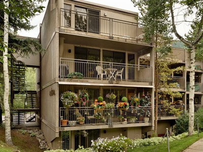 Appartement en copropriété for sales at Downtown Aspen Condo 800 East Hopkins Avenue Unit B-1 Aspen, Colorado 81611 États-Unis