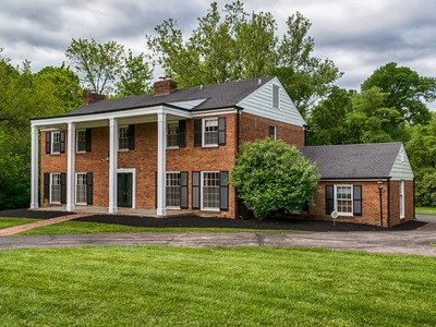 Maison unifamiliale for sales at One of Ladues Grand homes 34 Briarcliff Ladue, Missouri 63124 États-Unis