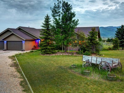 Vivienda unifamiliar for sales at 2.5 Acres with Views of All Three Ski Resorts 624 E Maple DR Park City, Utah 84098 Estados Unidos