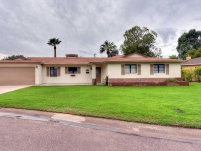 Maison unifamiliale for sales at Completely Remodeled Home In The Heart Of The Biltmore Corridor 3421 E Georgia Ave Phoenix, Arizona 85018 États-Unis