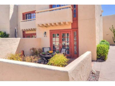 Кооперативная квартира for sales at Rarely Available Alamos Townhouse Style Condo Located In The Heart Of Scottsdale 6150 N Scottsdale Rd #22 Paradise Valley, Аризона 85253 Соединенные Штаты