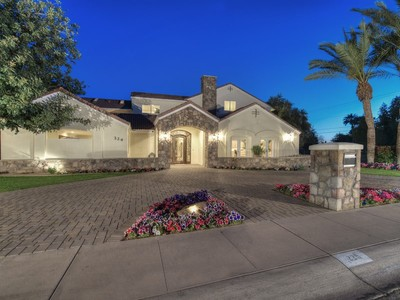 Villa for sales at Expanded And Fully Remodeled North Central Family Style Residence 229 W Vista Ave Phoenix, Arizona 85021 Stati Uniti