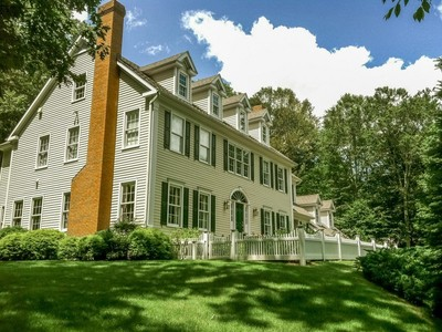 Casa para uma família for sales at Enjoy Every Indulgence 152 Cheesespring Road Wilton, Connecticut 06897 Estados Unidos