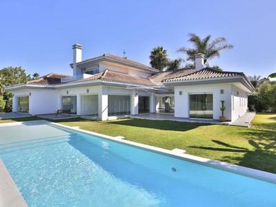 Einfamilienhaus for sales at Contemporary frontline golf villa Las Brisas Other Spain, Andere Gebiete In Spanien 29660 Spanien