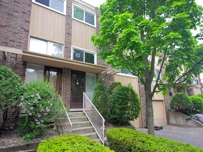 Townhouse for sales at Beautiful spacious townhome 434 Skokie Blvd Wilmette, Illinois 60009 United States