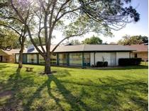 Casa Unifamiliar Adosada for sales at 733 Putter Drive    Fort Worth, Texas 76112 Estados Unidos