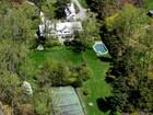 Casa Unifamiliar for  sales at Remarkable Heathcote Estate 18 Heathcote Rd Scarsdale, Nueva York 10583 Estados Unidos