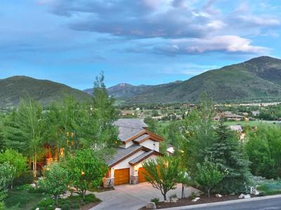 Maison unifamiliale for sales at Views, Convenience and Style 1975 Kidd Cir Park City, Utah 84098 États-Unis