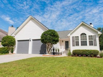 獨棟家庭住宅 for sales at Renovated Home in Great Location 1268 Lakefront Drive Charleston, 南卡羅來納州 29412 美國