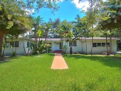 Nhà ở một gia đình for sales at 2901 De Soto Blvd   Coral Gables, Florida 33134 Hoa Kỳ