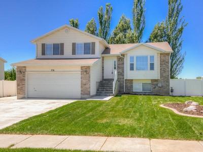 Maison unifamiliale for sales at Completely Remodeled Spacious Clinton Home 731 North 1725 West Clinton, Utah 84015 États-Unis