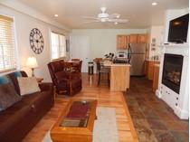 Eigentumswohnung for sales at Sunlit Gabriel's 104 Bradford Street, Unit 11   Provincetown, Massachusetts 02657 Vereinigte Staaten